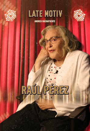 Raúl Pérez como Manuela Carmena